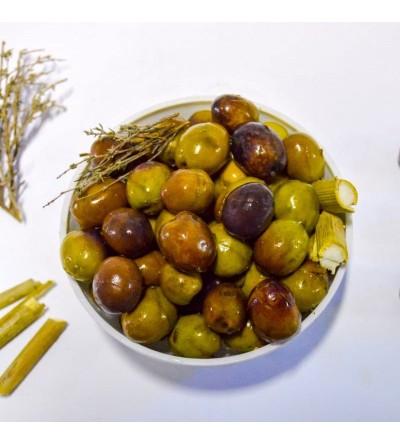 Aceitunas moradas rajadas